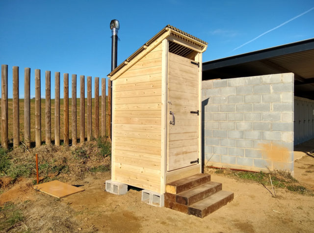 spaincompost toilet outhouse