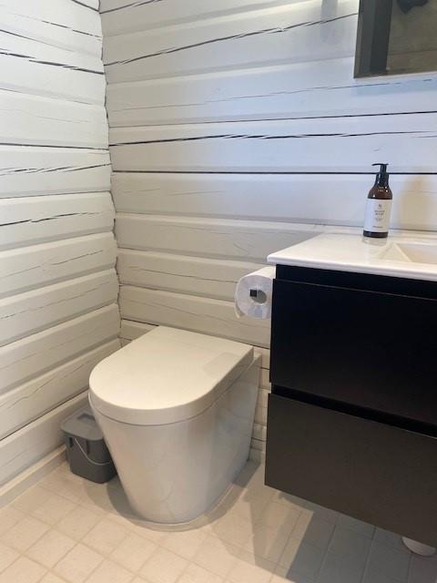 Green Toilet Lux Modernissa kylpyhuoneessa